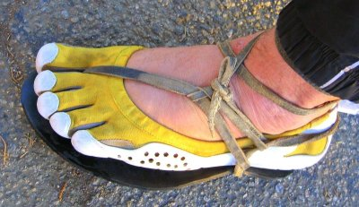 http://thebarefootrunners.org/sites/default/files/vffhuaraches.jpg